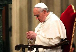 Rezar el Rosario a Diario para Ahuyentar al Maligno – Papa Francisco